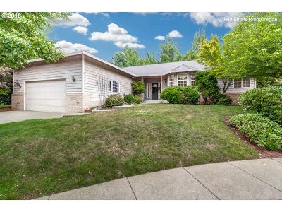 Happy Valley, Clackamas Single Family Home For Sale: 12221 SE Mapleleaf Ct