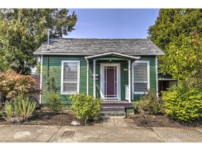 Portland Single Family Home For Sale: 9315 SE Henry St