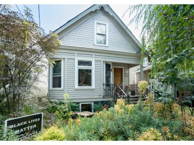 Portland Single Family Home For Sale: 54 NE Sacramento St