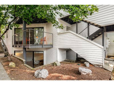 Condo/Townhouse For Sale: 810 NW Naito Pkwy #F21