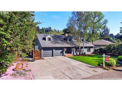 Lake Oswego Single Family Home For Sale: 17537 Cardinal Dr