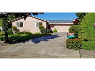 Sutherlin Single Family Home For Sale: 338 S Grove Ln