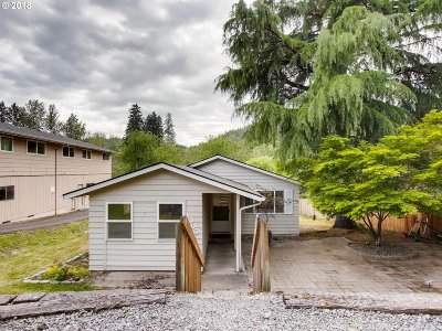 Multnomah County Single Family Home For Sale: 1065 SE Roberts Ave