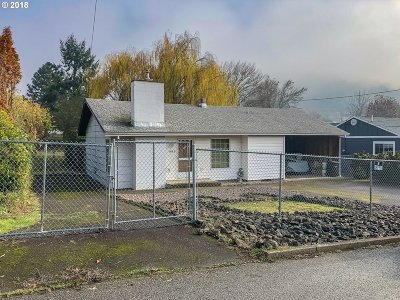 Roseburg OR Single Family Home For Sale: $159,000