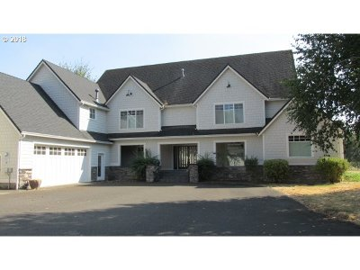 Roseburg Single Family Home For Sale: 382 River Club Dr