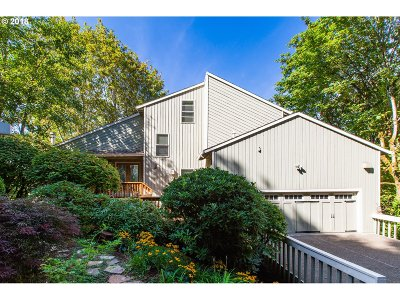 Lake Oswego Single Family Home For Sale: 17435 Upper Cherry Ln