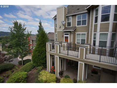 West Linn Condo/Townhouse For Sale: 3575 Summerlinn Dr