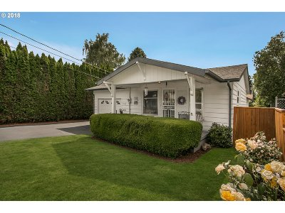 Portland Single Family Home For Sale: 6533 SE 44th Ave