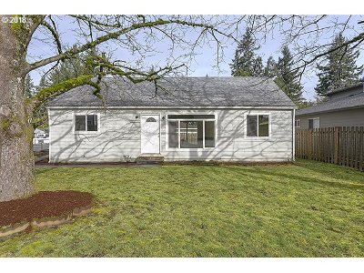 Portland Single Family Home For Sale: 19745 NE Glisan St