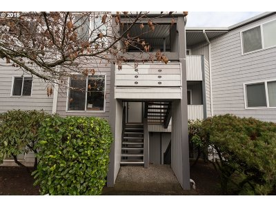 Lake Oswego Condo/Townhouse For Sale: 47 Eagle Crest Dr #31