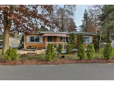 Portland Single Family Home For Sale: 12610 N Scouler Ave