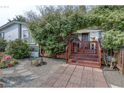 Medford Single Family Home For Sale: 2540 W Main St