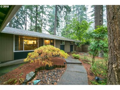 Lake Oswego Single Family Home For Sale: 5695 Washington Ct