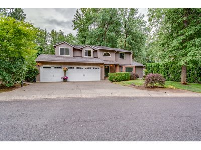 Lake Oswego Single Family Home For Sale: 5670 Charles Cir