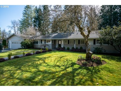 Lake Oswego Single Family Home For Sale: 16560 Glenwood Ct