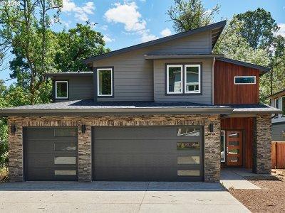 Clackamas Single Family Home For Sale: 14540 SE Lynda May Dr