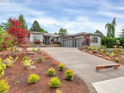 Lake Oswego Single Family Home For Sale: 1575 Country Cmns