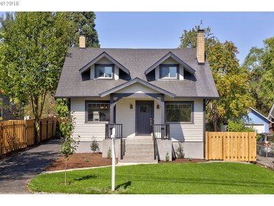 Milwaukie Single Family Home For Sale: 1901 SE Courtney Ave