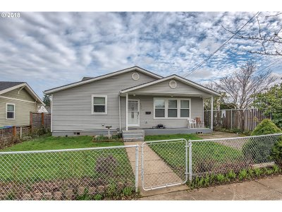 Portland Multi Family Home For Sale: 7536 N Chatham Ave