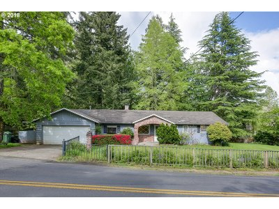 Lake Oswego Single Family Home For Sale: 17268 Fernwood Dr