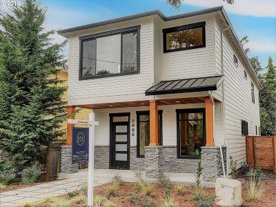 Portland Single Family Home For Sale: 4433 SE Bybee Blvd