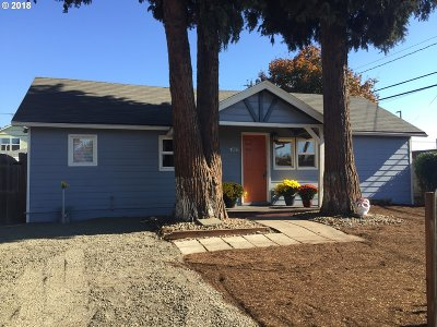 Hillsboro Single Family Home For Sale: 106 NW Dennis Ave