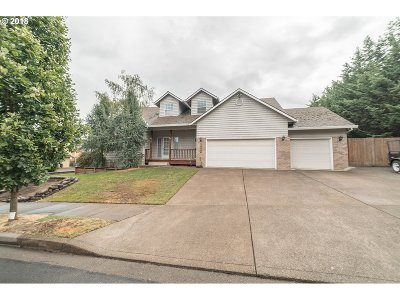 Oregon City Single Family Home For Sale: 18038 Chickaree Dr