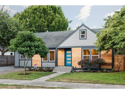 Single Family Home For Sale: 8826 NE Hill Way