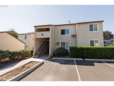 Gresham Condo/Townhouse For Sale: 159 SW Florence Ave #C17