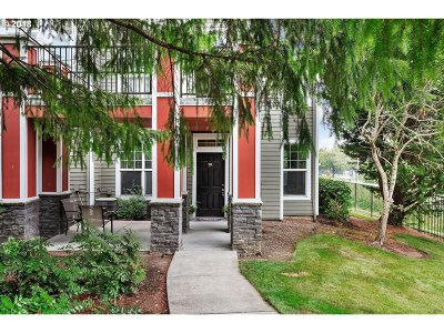 West Linn Condo/Townhouse For Sale: 701 Springtree Ln