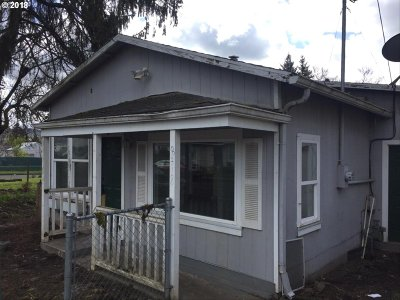 Portland Single Family Home For Sale: 8318 SE Knapp St