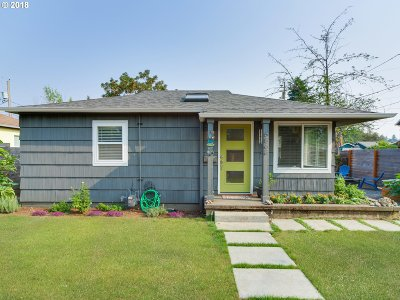 Single Family Home For Sale: 6863 SE Henry St