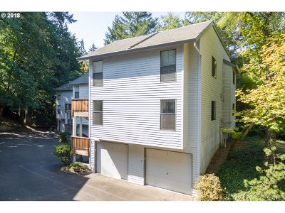 Lake Oswego Condo/Townhouse For Sale: 3668 Spring Ln
