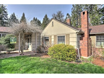 Milwaukie Single Family Home For Sale: 3921 SE Aldercrest Rd