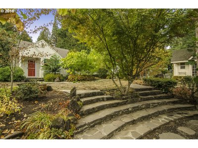 Portland Single Family Home For Sale: 7515 SW Canyon Rd