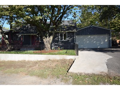 Single Family Home For Sale: 5125 SE Malden Dr