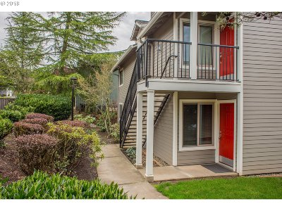 Lake Oswego Condo/Townhouse For Sale: 86 Kingsgate Rd #47