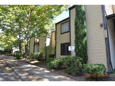 Portland Condo/Townhouse For Sale: 2702 SE 138th Ave #16