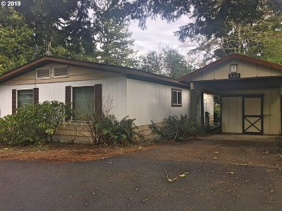 Coos Bay Single Family Home For Sale: 525 Village Pines Cir