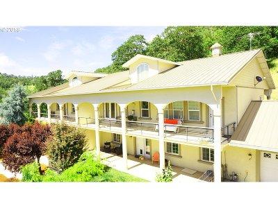 Roseburg Single Family Home For Sale: 2591 NW Shantel St