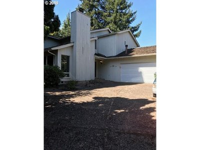 Lake Oswego Single Family Home For Sale: 391 Livingood Ln