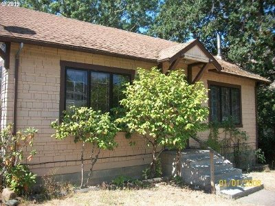 Roseburg Single Family Home For Sale: 147 SE Hoover Ave