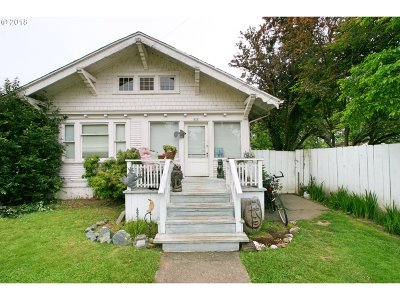 Coquille Single Family Home For Sale: 470 W 4th St