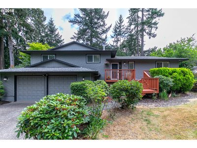 Milwaukie Single Family Home For Sale: 14808 SE Garland Ln