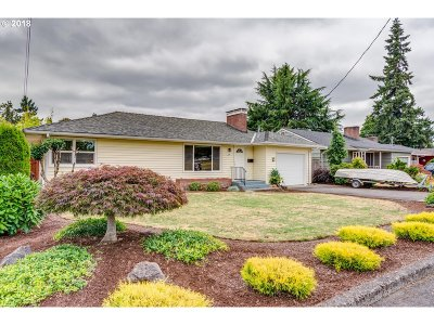 Milwaukie, Gladstone Single Family Home For Sale: 355 E Exeter St
