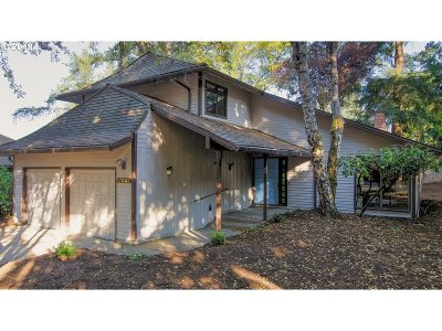 Lake Oswego Single Family Home For Sale: 17043 Crestview Dr