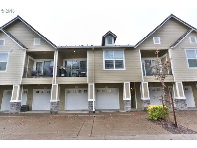 West Linn Condo/Townhouse For Sale: 3555 Summerlinn Dr #68