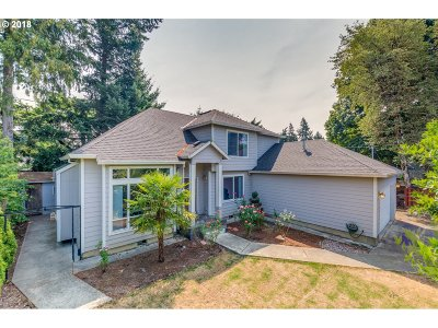 Portland Single Family Home For Sale: 2724 SE 153rd Ave