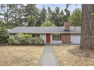 Clackamas County Single Family Home For Sale: 6472 SW Dawn St