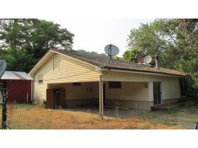 Roseburg OR Single Family Home For Sale: $180,000